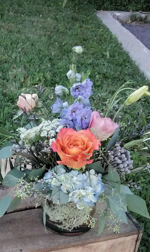Fleurs estivales, romantisme, delphinium, lisianthus, roses, hydrangea , lace