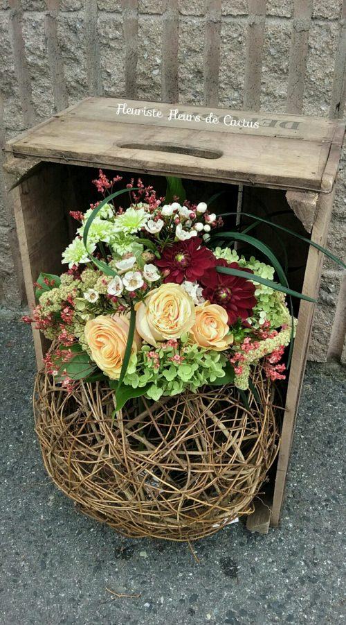 Bouquet lié, avec roses, hydrangea, dahlia, wax flowers, amaranthe