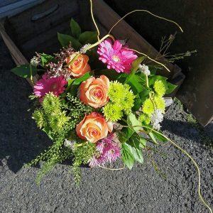 gerbera, rose, thlaspi (graminée) et chrysanthèmes